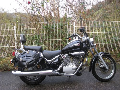 "Picture 1: My motor-bike ""SUZUKI Intruder 125"" / side-face (right-hand)"