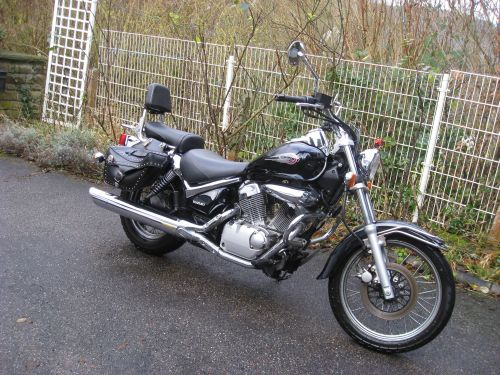 "Picture 3: My motor-bike ""SUZUKI Intruder 125"" / side-face (right-hand)"