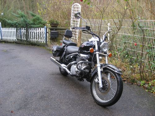 "Picture 4: My motor-bike ""SUZUKI Intruder 125"" / viewed from the front"