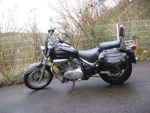 "Picture 18: My motor-bike ""SUZUKI Intruder 125"" / side-face (left-hand)"