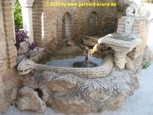 Picture 5: The Monument Castillo Colomares, the snake fountain