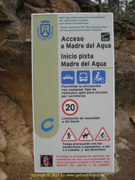 Picture 3: Paisaje Lunar (Moonscape): Notice sign for drivers