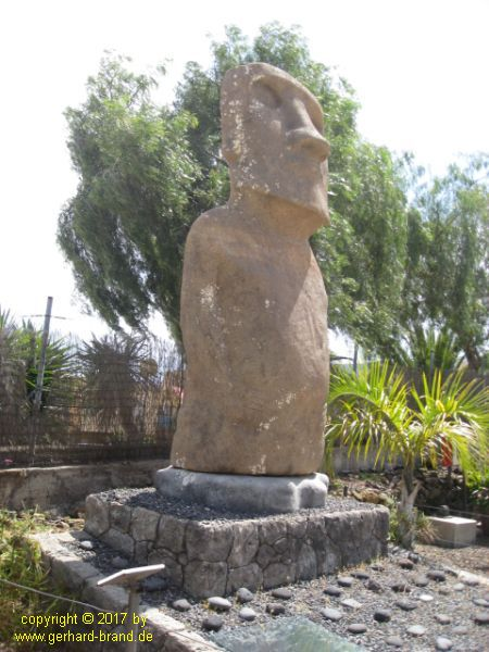 Picture 2: Sculpture in the park of the Pyramids of Güímar