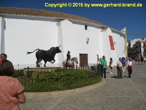 Picture 4: Ronda / Statue of a bull in front of the bullfighting arena