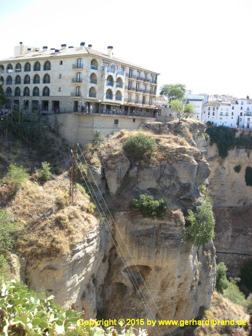 Picture 14: The new Bridge (Puente Nuevo) in Ronda / Houses to the left of the bridge